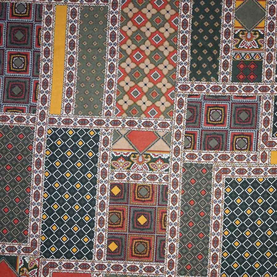 Viscosa fantasia geometrica patchwork verde bruciato – TAGLIO 1,25 MT